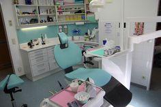 Einem Kind die #Angst vor dem #Zahnarzt zu nehmen, ist eine Frage der #Kommunikation und des Zeitrahmens.. #angstpatient Angst, Kind, Corner Desk, Furniture, Home Decor, Communication, Medicine, Corner Table, Decoration Home