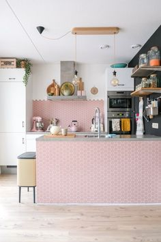 Awesome Pastel Kitchen Ideas to Looking Chic and Cute We write a lot about trends for the kitchen, because we want you to know what's out there, and seeing beautiful and new ideas is fun. But the truth, of course, . Pastel Kitchen Decor, Pink Home Decor, Farmhouse Kitchen Decor, Interior Modern, Diy Interior, Cheap Kitchen Makeover, Kitchen On A Budget, Kitchen Ideas, Kitchen Design Open