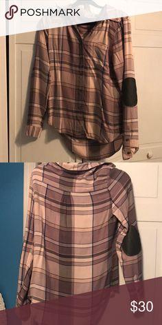 Kittenish Flannel Only worn once, Jessie James Decker flannel! Tops Button Down Shirts