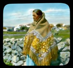 An old photo of a Connemara woman, Ireland. Photos of Ireland in the The past is a foreign country by Colm. Traditional Irish Clothing, Irish Costumes, Images Of Ireland, Irish Roots, Aesthetic Women, Irish Girls, Connemara, Irish Traditions, Old Photos