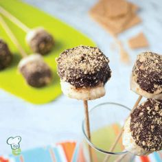 Banana S'mores : You don't have to be around a campfire for these healthy s'mores! This healthy dessert is easy, fun and quick. Bananas dipped in dark chocolate and topped with crumbled graham crackers will become a family favorite.