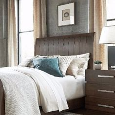 The channel detail on the back of this headboard is so luxe #detail #design #dallas #bedroom #interiordesign #bgg #homedecor #texas #southlake #westlake #thecolony #highlandpark #deepellum #trophyclub #charmainewynterinteriors #wynterinteriors #instagram #like4follow #saturday #rooms #interiors