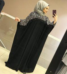 Image may contain: 1 person, standing Street Hijab Fashion, Abaya Fashion, Fashion Outfits, Islamic Fashion, Muslim Fashion, Abaya Style, Farasha Abaya, Estilo Abaya, Modern Abaya