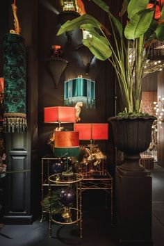 Dark Living Rooms, Living Room Decor, Dark Interiors, Colorful Interiors, Glamour Décor, Home Interior Design, Interior Decorating, Art Deco Interior Bedroom, Maximalist Interior