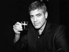 A George Clooney le gusta el café Nespresso Celebrity Gossip, Celebrity News, Celebrity Babies, Celebrity Photos, Pictures Of George Clooney, Nespresso, Giving Up Drinking, Monument Men, Giving Up Alcohol