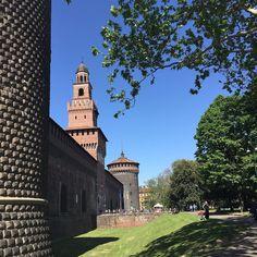 #sole e #cielo #blu #mitomorrow #milan #milano #milanocity #instamilano #instagram #ilovemilano #milanodavedere #castello #castellosforzesco #bellamilano by mitomorrowoff