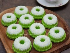 Indonesian Desserts, Indonesian Cuisine, Fun Baking Recipes, Sweet Recipes, Cooking Recipes, Steamed Cake, Snacks Dishes, Pudding Desserts, Recipe Steps