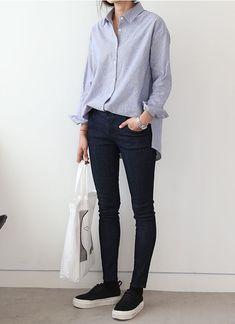 bonito pantalon y blusa , solo que con zapatillas