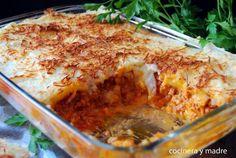 Como nos dice la autora del blog COCINERA Y MADRE, el sabor de este pastel de puré de patata y carne te recordará a la lasaña. ¡Tienes que probarlo!