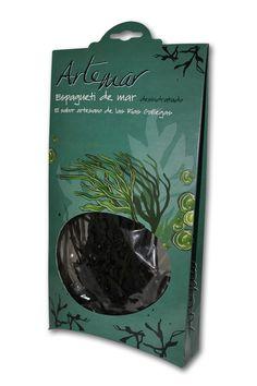Alga Himanthalia elongata recolectada a mano mediante buceo por mariscadores de las Rías Baixas. Alga con gran textura, ideal para su consumo en ensaladas, revueltos y como acompañamiento de platos a base de pescado. Potenciador natural del sabor a mar. Una vez abierto conservar en lugar seco y protegido de la luz .Se trata de un producto 100% natural, sin conservantes ni colorantes añadidos.  Ingredientes: espagueti de mar Peso neto: 30 gr.