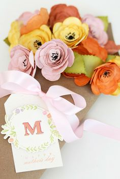 Adorable DIY paper flower bouquets to set your spring table!