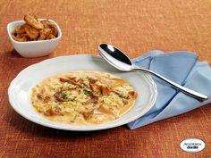 Farfalline all'Uovo in zuppa di finferli
