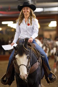 Amber with her beautiful smile on Blue at a Rodeo and show Heartland Quotes, Heartland Ranch, Heartland Tv Show, Heartland Seasons, Cow Girl, Horse Girl, Hot Country Girls, Country Girls Outfits, Estilo Cowgirl