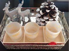 Decoração de Natal num tabuleiro.