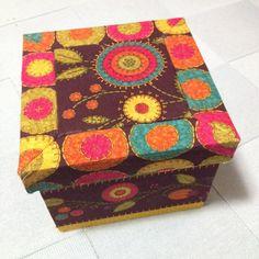 Caixa de madeira forrada em tecido para bijoux!