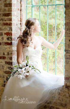 Unique Bride. Portraits. White wedding dress.