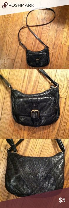 Deux Lux crossbody bag purse •Good used condition •Normal wear (fading,etc) •Still in good condition overall •Purse is about 5 in by 7 in •Strap is 21 inches and can be adjusted if needed •Brand: Deux Lux ( From Urban Outfitters) •Faux leather material •NO TRADES Urban Outfitters Bags Crossbody Bags