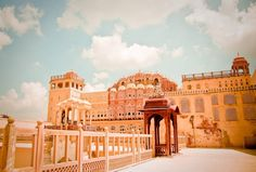 Steeped in tales of chivalry and romance and famous for its striking desert landscape, massive forts and fantastic palaces, Rajasthan represents the quintessential India of yore.