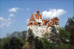 Bran Castle, Romania (AKA the castle of Dracula) Around The World In 80 Days, Travel Around The World, Around The Worlds, The Places Youll Go, Places To See, Romanian Castles, Dracula Castle, Small Castles, Visit Romania