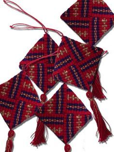 Little woven treasures to decorate your gifts - Season's Greetings