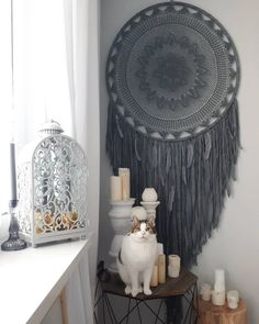 Timestamps DIY night light DIY colorful garland Cool epoxy resin projects Creative and easy crafts Plastic straw reusing ------. Sun Catchers, Lace Dream Catchers, Dream Catcher Art, Boho Wall Hanging, Boho Stil, Diy Home Decor Bedroom, Macrame Art, Diy Arts And Crafts, Bohemian Decor