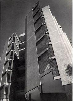Jose Antonio Coderch | Viviendas Girasol | Madrid, España | 1966 Spanish Architecture, Architecture Details, Building Exterior, Facade Design, Madrid, Interior Exterior, Commercial Design, Skyscraper, Multi Story Building