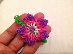 Rainbow Loom Nederlands, Hibiscus-bloem armband - YouTube. I like to make the flower by itself and add it to a pencil topper...