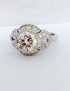 Art Deco 18K White Gold Diamond Engagement Ring door DeKaraDesigns