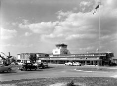 The old Tampa International Airport. Bartke's Restaurant was on the second floor. We used to always have the same waitress (wish I could remember her name) who was so sweet. She would bring me Shirley Temples with extra cherries! Old Florida, Tampa Florida, Moving To Florida, Florida Girl, Vintage Florida, State Of Florida, Tampa Airport, Busch Gardens Tampa, Tampa Bay Area
