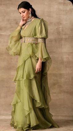 Party Wear Indian Dresses, Dress Indian Style, Indian Fashion Dresses, Indian Wedding Outfits, Girls Fashion Clothes, Stylish Sarees, Stylish Dresses, Nice Dresses, Lehenga Saree Design