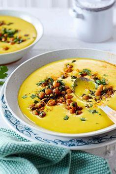 """Wofür die drei """"Ks"""" in diesem easy Soulfood-Klassiker noch so stehen? Kocht fast von allein? Kaum Abwasch? Kann ich bitte noch eine Portion haben? #kartoffelsuppe #vegan #veganesuppe #veganerezepte #kurkuma #kichererbsen #schnellerezepte #einfacherezepte Mayonnaise, Easy, Vegan Desserts, Chic Peas, Turmeric, Vegan Breakfast, Potato Soup, Alone, Fast Recipes"""