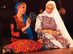 Palestinian dresses.. so beautiful.. I want it I want to have one >_<