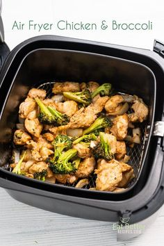 Air Fryer Chicken Broccoli Stir Fry that's Air Fried - Air Fryer Recipes - Brokkoli Rezepte Air Fryer Dinner Recipes, Air Fryer Oven Recipes, Air Fryer Chicken Recipes, Broccoli Recipes, Healthy Chicken Recipes, Easy Recipes, Ramen Recipes, Parmesan Recipes, Rib Recipes