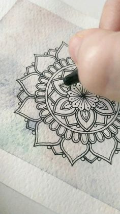 Doodle Art Drawing, Mandala Drawing, Drawing Artist, Abstract Pencil Drawings, Art Drawings Sketches Simple, Mandala Art Lesson, Mandala Artwork, Indian Art Gallery, Simple Rangoli Designs Images
