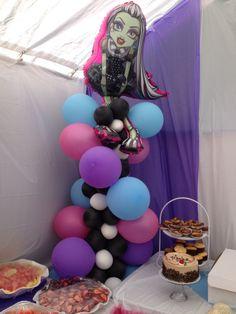 Monster High balloon column