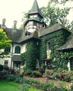 English Tudor house, with ivy up walls and around windows, lovely gardens, tall tower with pointed arch roof. - Tudor Houses 4 U Tudor House, Ivy House, Tudor Cottage, Beautiful Buildings, Beautiful Homes, Beautiful Places, Beautiful Architecture, Beautiful Dream, Casas Tudor