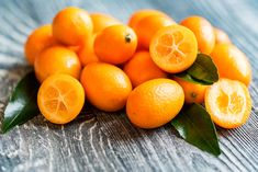 Benefits of kumquats for diabetes treatment are good for both types of diabetes, to manage blood sugar level and excellent for weight management. Fruit Nutrition Facts, Smart Nutrition, Proper Nutrition, Chicory Salad, Kumquat Season, Chutney, Health Benefits Of Fiber