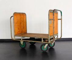 Top 3 woonspullen op zondag   nummer 1 Gebruik 'm als unieke kast, originele bijzettafel of #vintage eyecatcher! Deze #industriële #trolley kun je overal voor gebruiken en rolt vandaag naar plek 1