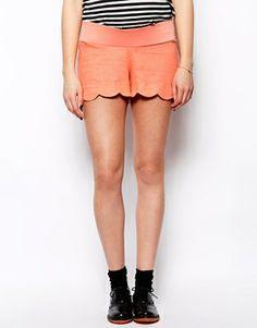 Imagen 4 de Pantalones cortos de lino con detalle festoneado de ASOS Maternity