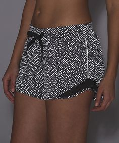 May 2017 - Frozen fizz reflective silver hotty hot shorts long (reflective) size 6 Summer Shorts Outfits, Short Outfits, Cute Outfits, Outfit Summer, Swim Shorts Women, Gym Shorts Womens, Lululemon Shorts, Lululemon Athletica, Athletic Outfits