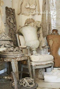 Treasures inspiration white shabbychic french brocante vintage distressed vignettes display