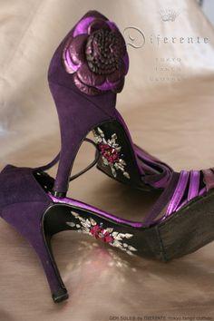 This GEM SOLE® for beautiful tanguera Mis. S.T. All Swarovski Elements. (tango shoes; DARCOS from BSAS) GEM SOLE design; YumiFukazawa Order here; www.diferente.biz Copyright; DIFERENTE-Tokyo tango clothes-