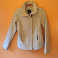 Kensie short coat This is a very trendy jacket. Tan color to match with everything. In Great condition Kensie Jackets & Coats