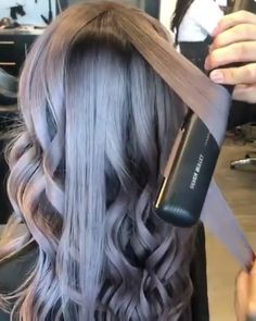 11 so perfekte lockige Frisuren für lange Haare Ideen, You can collect images you discovered organize them, add your own ideas to your collections and share with other people. Braided Hairstyles, Wedding Hairstyles, Hairstyles 2016, Everyday Hairstyles, Flat Iron Hairstyles, Hairstyles For Curled Hair, Hairdos, Pretty Hairstyles, Girl Hairstyles
