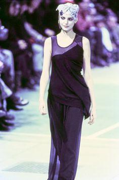Comme des Garçons Fall 1993 Ready-to-Wear Fashion Show - Nadja Auermann