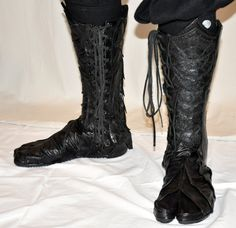The new pair i have made for a commission. I'm very pleased with these, they are a lot better than the last pair. made in 2013 Drow tabi Armor Boots, Combat Boots, Combat Gear, Cosplay Outfits, Cosplay Costumes, Cool Outfits, Fashion Outfits, Womens Fashion, Handmade Leather Shoes