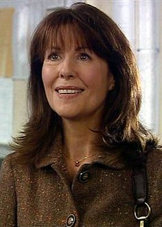 Sarah Jane Smith is a fictional character played by Elisabeth Sladen in the long-running British BBC Television science-fiction series Doctor Who and its spin-offs and Company and The Sarah Jane Adventures. Sarah Jane Smith, Dr Sarah, Doctor Who Tv, 4th Doctor, Doctor Who Companions, Science Fiction Series, Billie Piper, Dalek, Torchwood