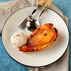 Individual Pear Tatins with Cinnamon. Individual pear tatins with cinnamon ice cream Best Vegan Desserts, Vegan Dessert Recipes, Vegetarian Recipes Easy, Desert Recipes, Dairy Free Recipes, Delicious Desserts, Healthy Recipes, Vegetarian Food, Vegan Food