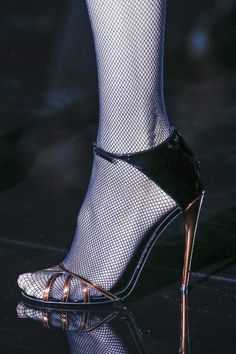 Gucci autumn/winter 2013 - http://www.vogue.co.uk/fashion/autumn-winter-2013/ready-to-wear/gucci/close-up-photos/gallery/936058
