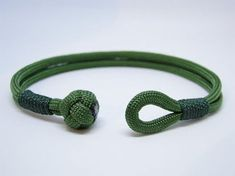 How to Tie a Paracord Lanyard Knot BEST & EASIEST TUTORIAL - YouTube